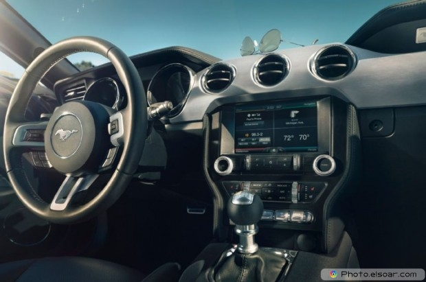 2015 Ford Mustang Photo - Dash View