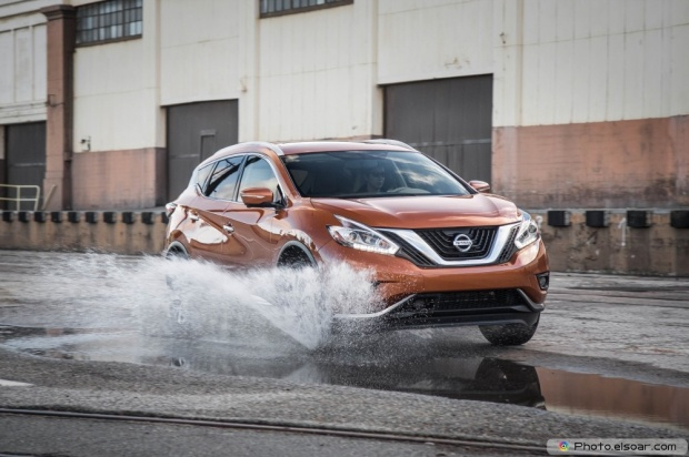 2015 Nissan Murano Platinum Fwd Photo Front Three Quarter In Motion