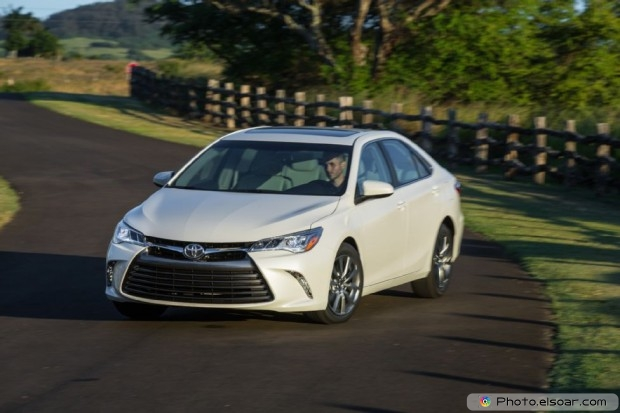 2015 Toyota Camry Xle Front End Static