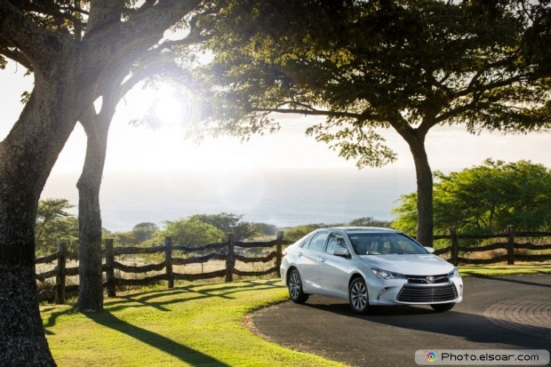 2015 Toyota Camry Xle Front Three Quarters