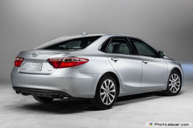 2015 Toyota Camry Xle Rear Side View Studio