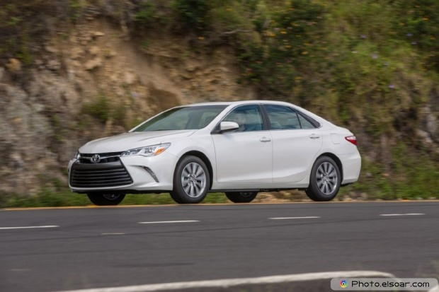 2015 Toyota Camry Xle Side In Motion
