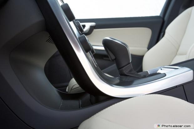 2015 Volvo V60 T5 Drive E Center Console