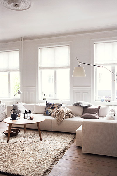 Different tones of white in the living room