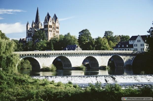 Dome Of Limburg And Lahn Bridge
