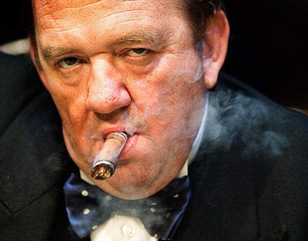 Mel Smith Ignores Scottish Smoking Ban