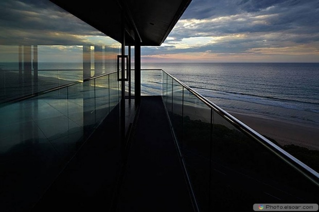 Night With Sea In This House