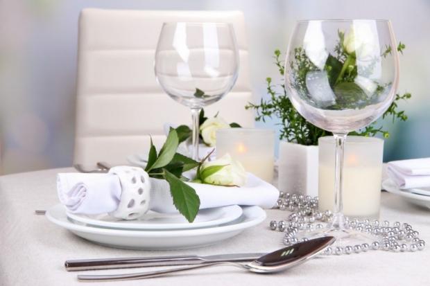 Table floral arrangement in restaurant 1