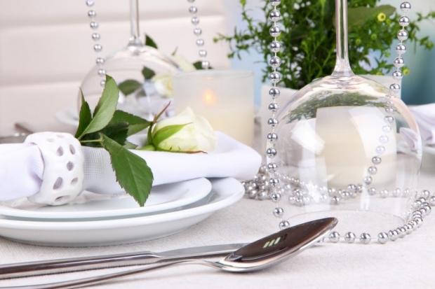 Table floral arrangement in restaurant 2