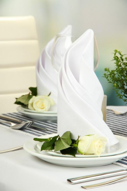 Table floral arrangement in restaurant 3