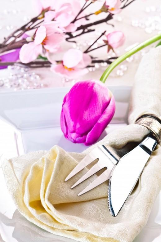 Table floral arrangement in restaurant 4