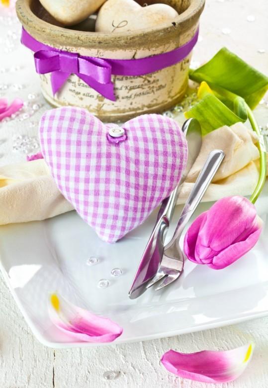 Table floral arrangement in restaurant 5