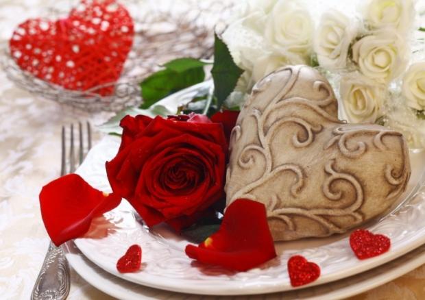 Table floral arrangement in restaurant 9